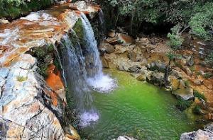 Essa cachoeira se chama vale das borboletas. Dizem que é um portal, e que registra diversas aparições de óvnis. Não se se é verdade, mas a beleza do lugar é real.